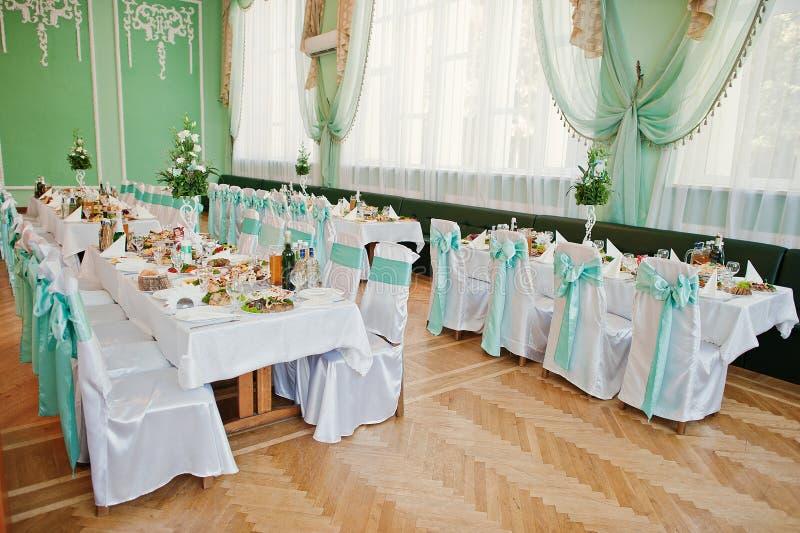 Zielony i biali wystroju stół i krzesło obrazy royalty free