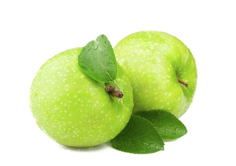 Zielony jabłko z liściem odizolowywającym na białym tle zdjęcie royalty free