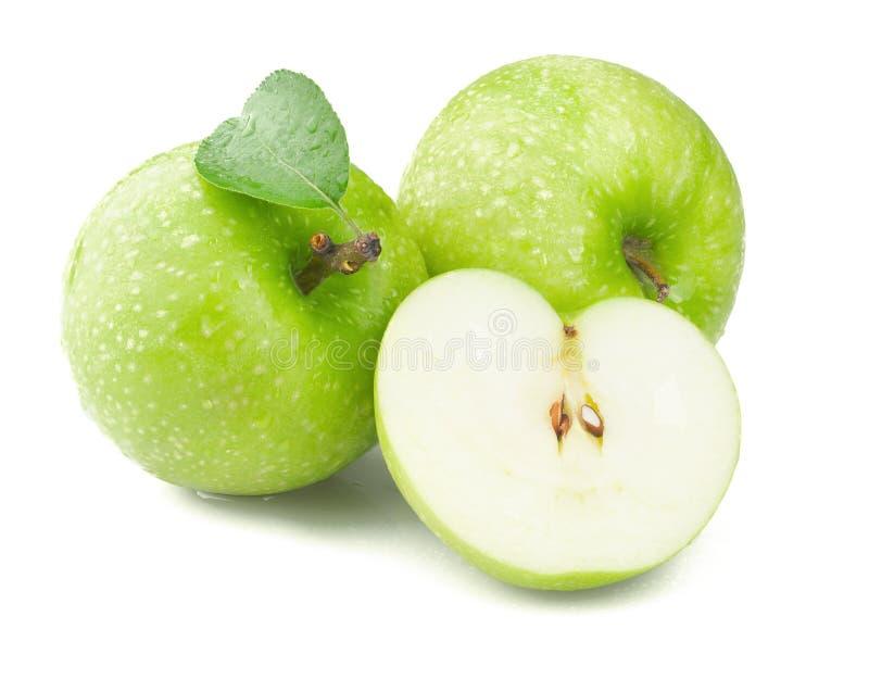 Zielony jabłko z liściem odizolowywającym na białym tle obrazy stock