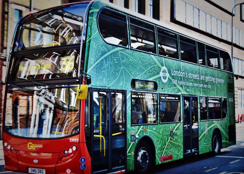 Zielony Londyński autobus zdjęcie royalty free