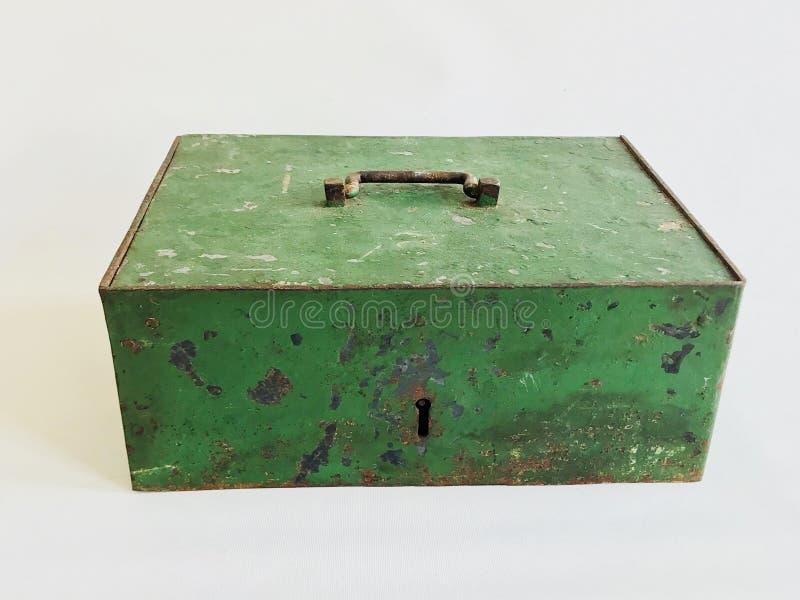 Zielony metalu pudełko na białym tle obraz stock