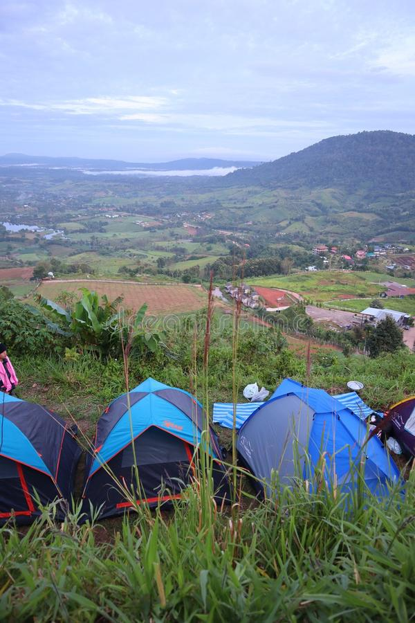 Zielony Mountain View I namiotowy camping obraz stock