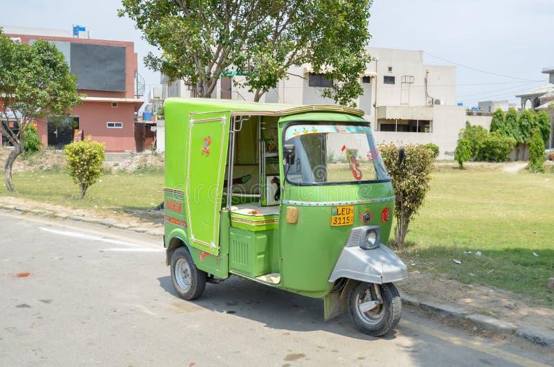 Zielony Rikshaw w Pakistan obrazy stock