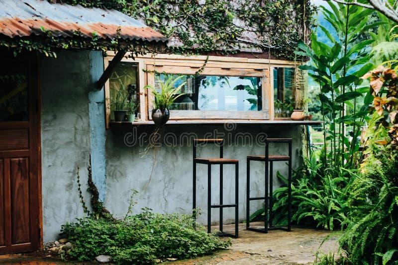Zielony sklep z kawą w Lao obrazy royalty free