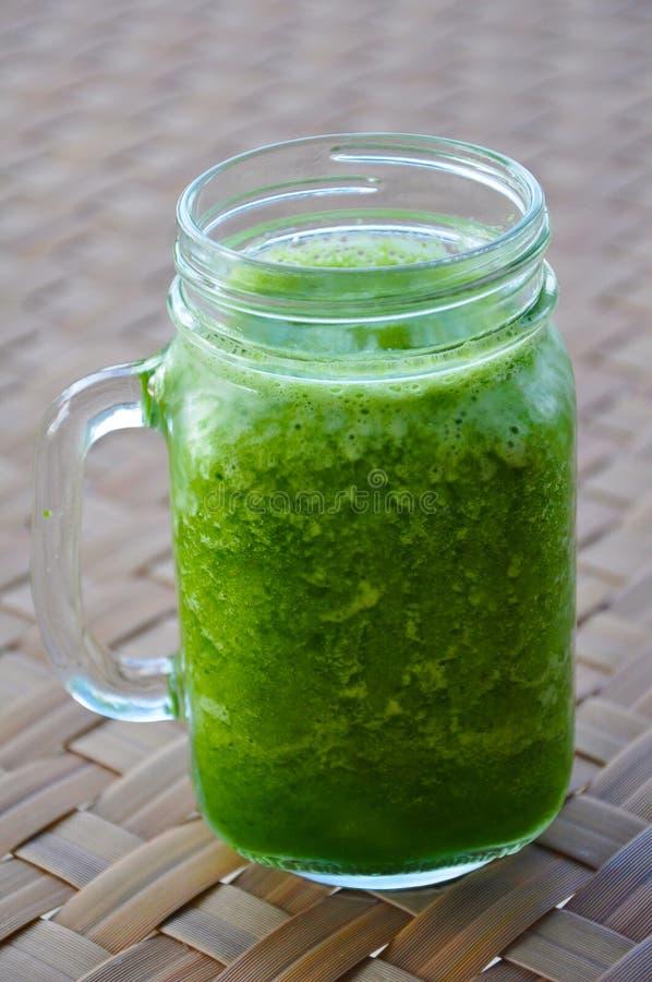 Zielony Smoothie: Zdrowy Zielony Smoothie zdrowi napoje i zdrowy styl życia fotografia stock