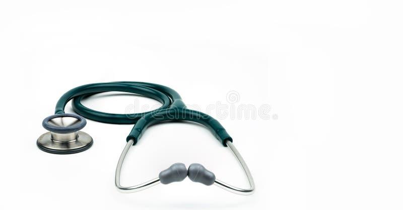 Zielony stetoskop odizolowywający na białym tle z kopii przestrzenią Medyczny narzędzie dla lekarki Zdrowie czek w górę pojęcia U obrazy stock