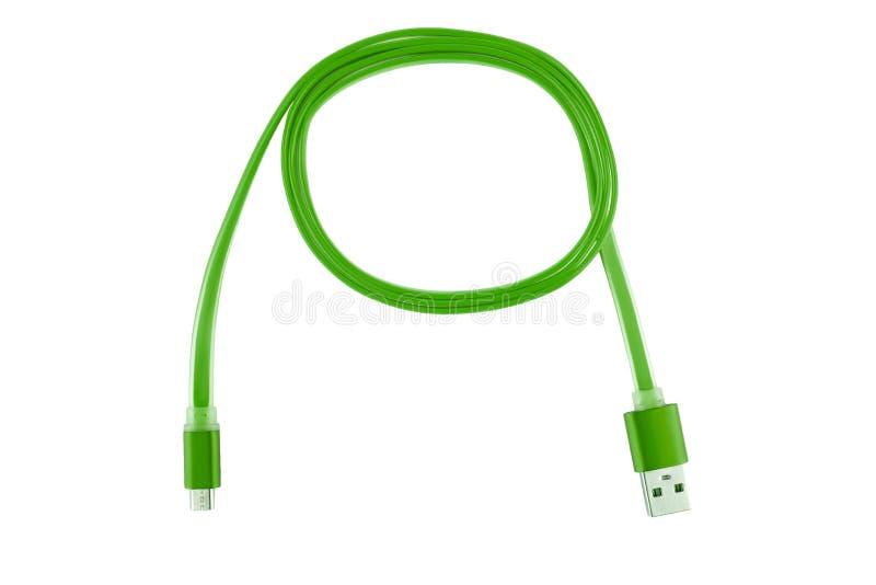 Zielony Usb kabel przekręcał w pierścionek na białym odosobnionym tle, Horyzontalna rama zdjęcia stock