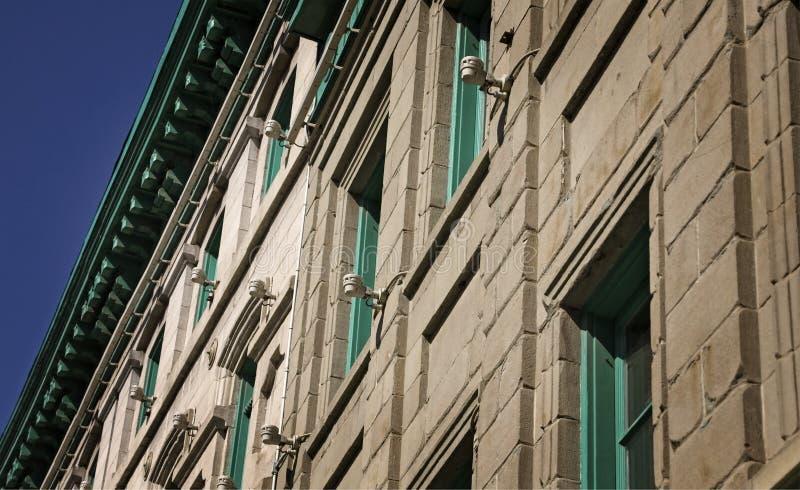 Zielony Windows w kamieniu obrazy royalty free