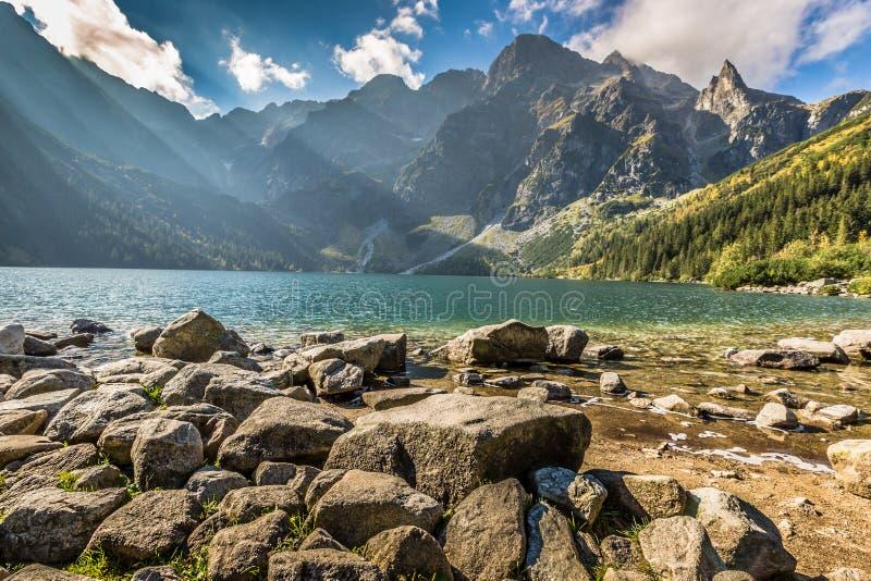 Zielony wodny halny jeziorny Morskie Oko, Tatrzańskie góry, Polska zdjęcie stock