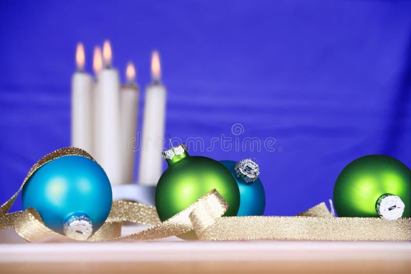 zielonych ornament błękitny świeczki zdjęcie stock