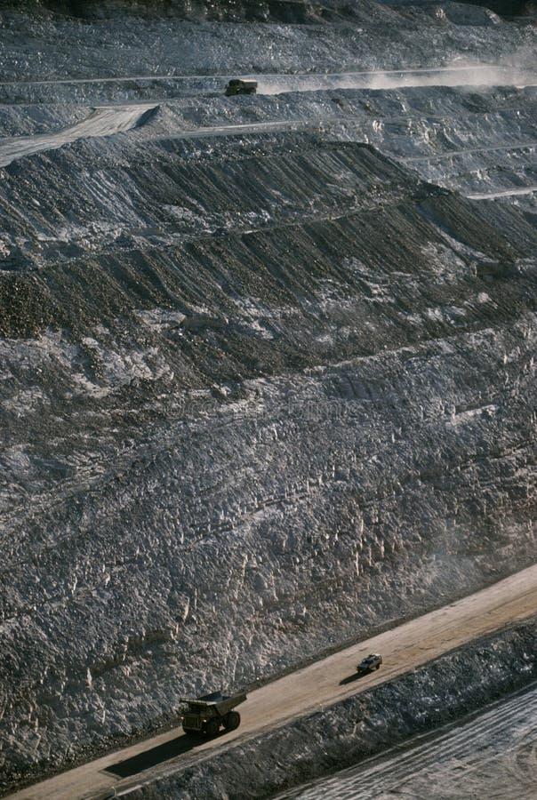 Ziemskie chodzenie ciężarówki otwierają rżniętą kopalni złota Telfer zachodnią australię zdjęcie royalty free