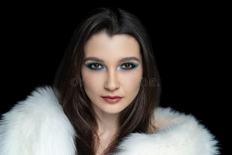 Zien de vrouwen expressieve ogen eruit royalty-vrije stock afbeeldingen