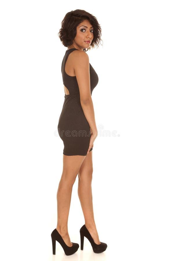 Zien de vrouwen zwarte kleding en de hielenpartij eruit stock afbeeldingen
