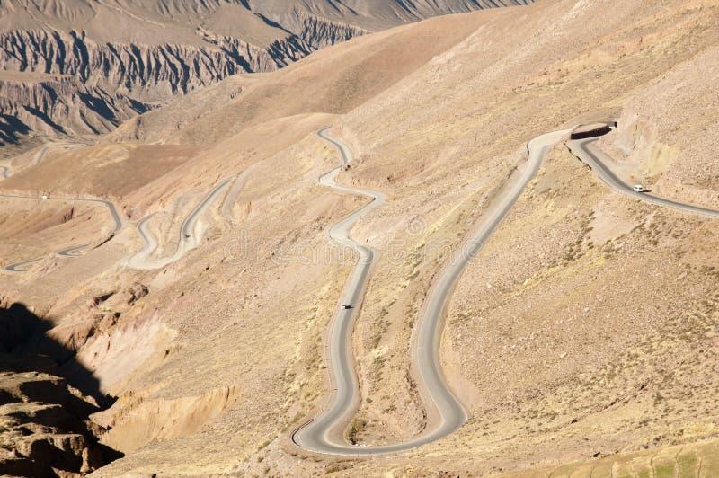 Zig Zag huvudväg 52 till Chile - Jujuy - Argentina royaltyfria foton