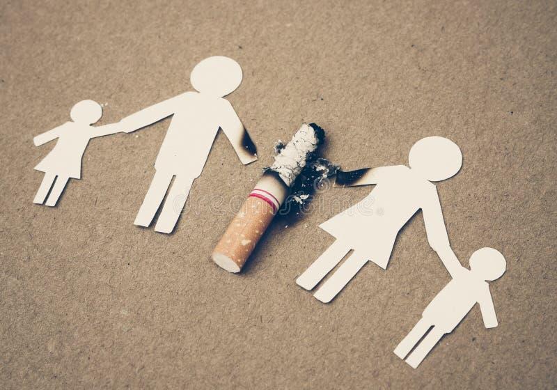 Zigaretten, die Familie zerstören lizenzfreies stockbild