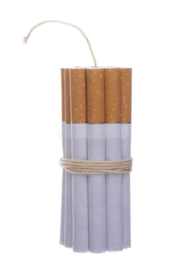 Zigaretten gebunden mit Seil und Docht stockbilder