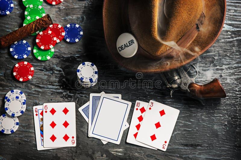 Zigarre, Chips Für Gamblings, Getränk Und Spielkarten Stockbild ...