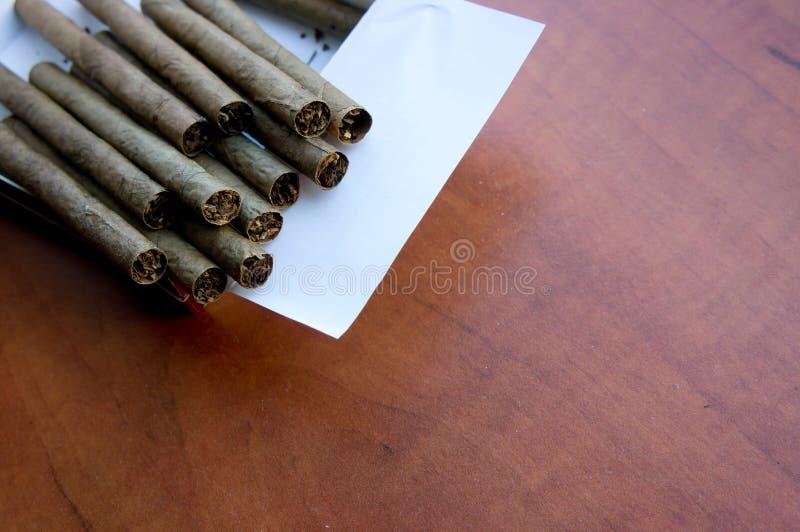 Zigarren in einem Kasten lizenzfreies stockbild