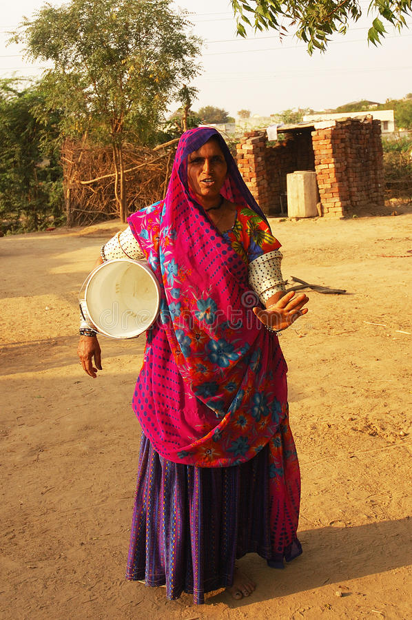 Zigeunerfrau in Gujarat lizenzfreies stockfoto