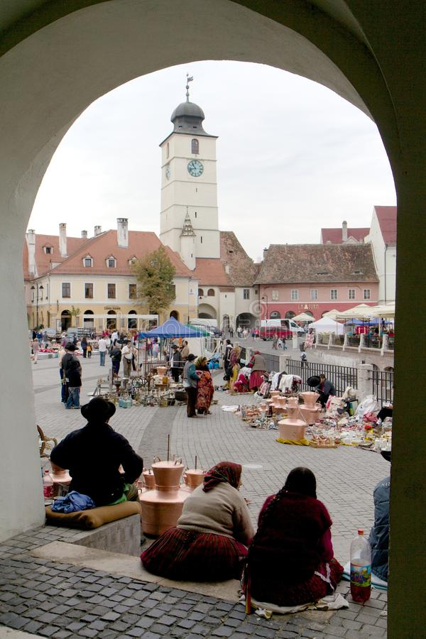 Zigeunermarkt in historischer Mitte Sibius, Rumänien lizenzfreies stockbild