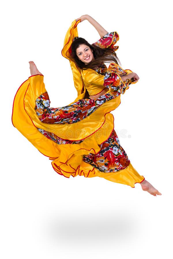 Zigeunervrouw die tegen geïsoleerde witte achtergrond springen stock afbeelding