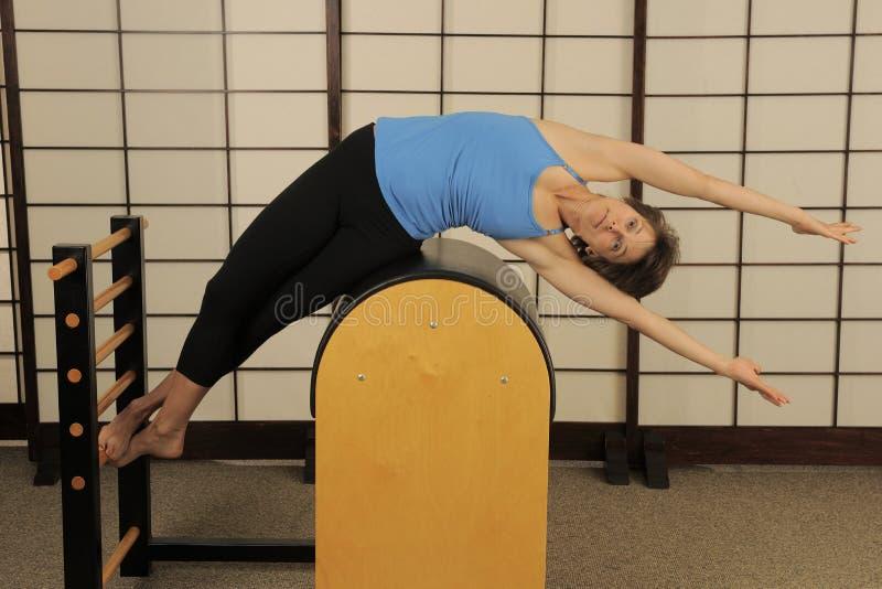 Zij Rek op Vat Pilates stock afbeelding