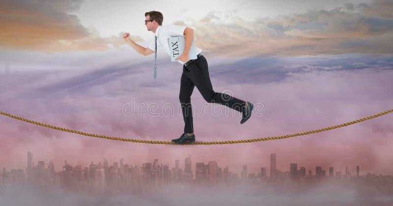 Zijaanzicht van de belastingskrant van de zakenmanholding terwijl het lopen op kabel vector illustratie