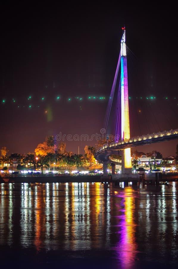 Zijaanzicht van de brug van Gentala Arasy stock foto's