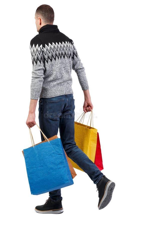 Zijaanzicht van de gaande mens met het winkelen zakken royalty-vrije stock afbeeldingen
