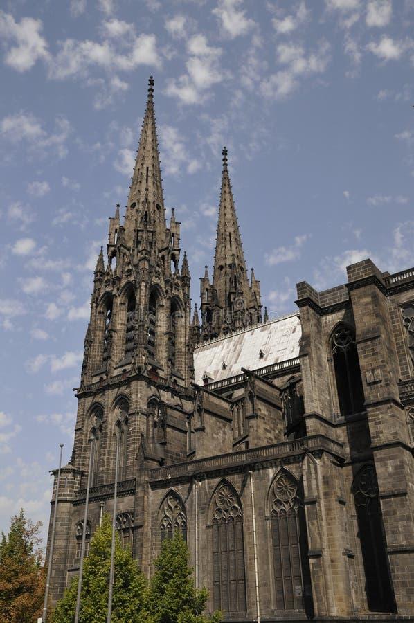 Zijaanzicht van de Kathedraal van Clermont-ferrand stock afbeelding