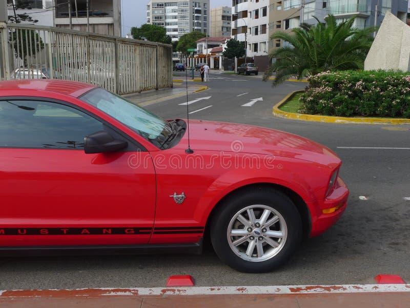 Zijaanzicht van de Verjaardagsuitgave van Ford Mustang vijfenveertigste stock afbeeldingen