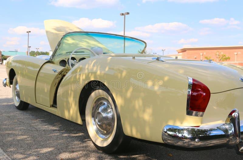 Zijaanzicht van de zeer zeldzame auto van Kaiser Frazer Antique van 1947 stock afbeelding