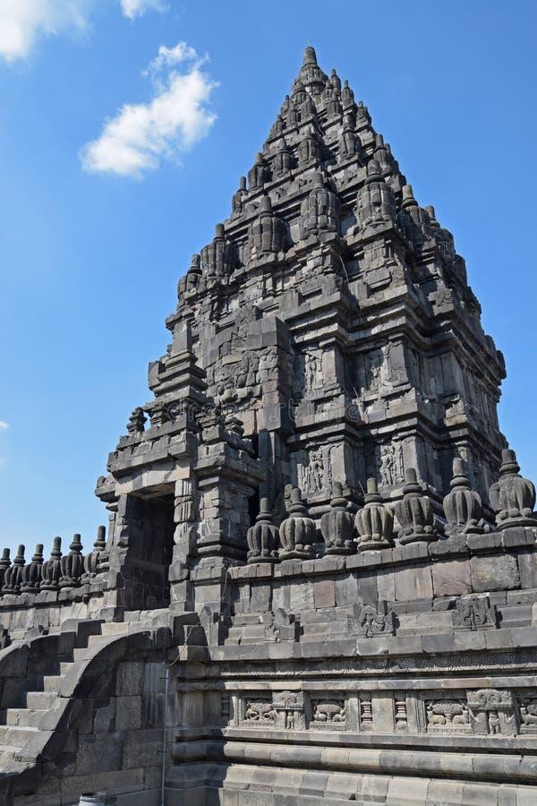 Zijaanzicht van een Candi of een Tempel in Prambanan-Tempelsamenstellingen royalty-vrije stock foto