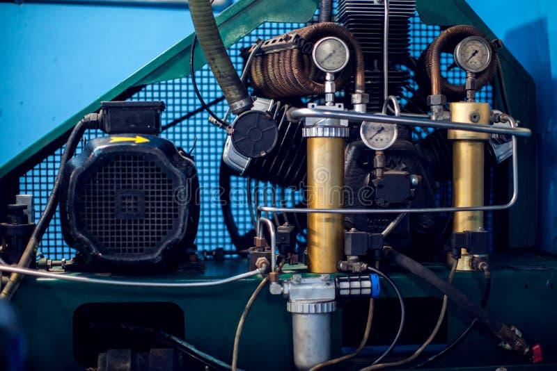 Zijaanzicht van een Gedetailleerde de close-upspruit van de motorboot motor Recreatie, technisch concept stock foto's