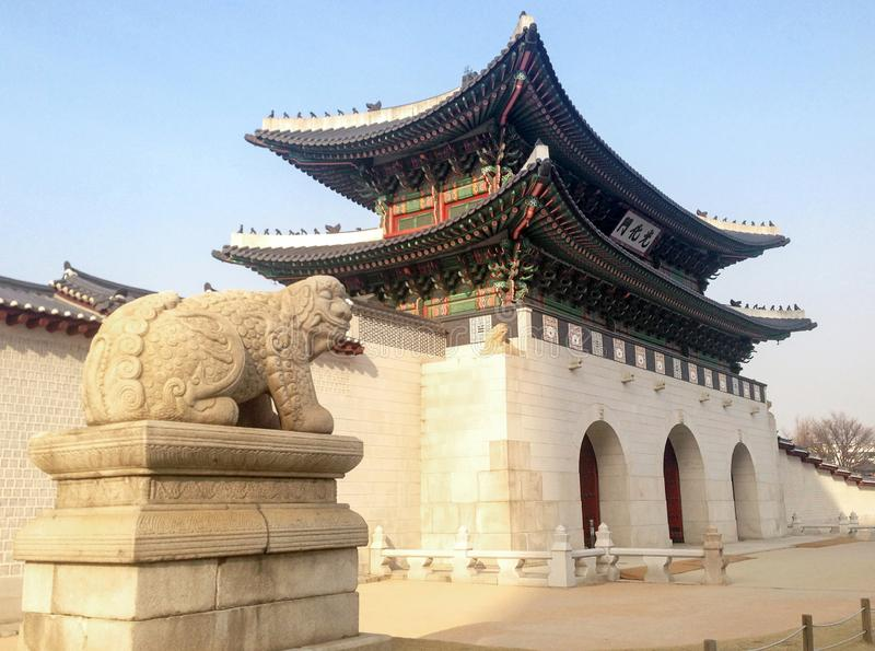 Zijaanzicht van Gwanghwamun-Poort stock foto's