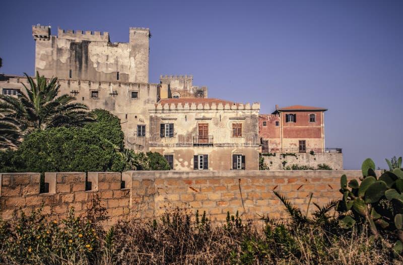 Zijaanzicht van het strand van het kasteel van Falconara 2 royalty-vrije stock fotografie