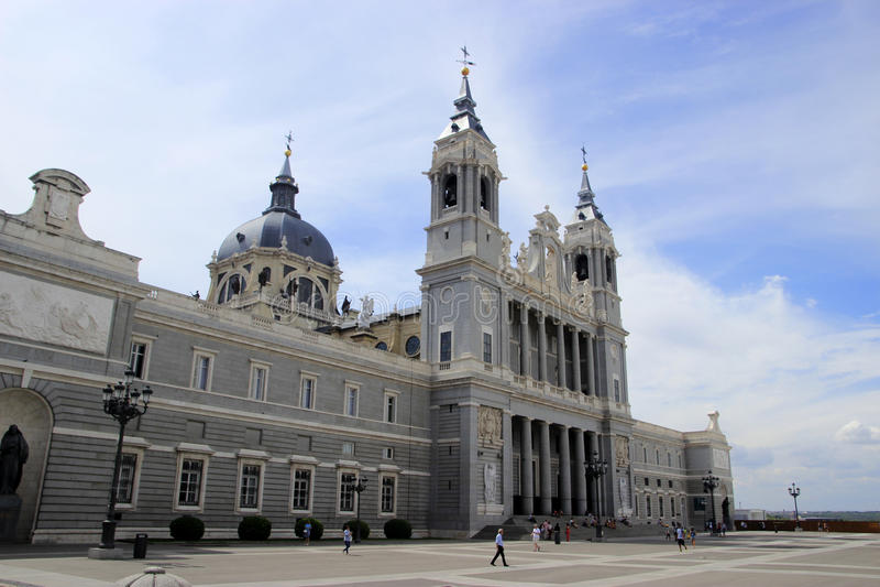 Zijaanzicht van Real Basilica DE San Francisco el Grande in Madrid royalty-vrije stock foto's