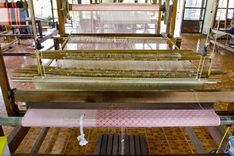 Zijde wevend weefgetouw stock afbeelding