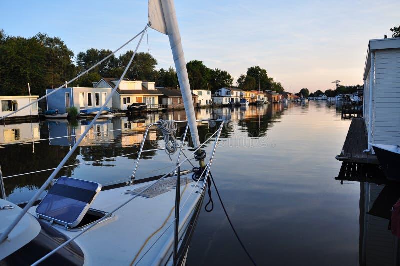 Zijkanaal case galleggianti e barca a vela amsterdam for Houseboat amsterdam prezzi