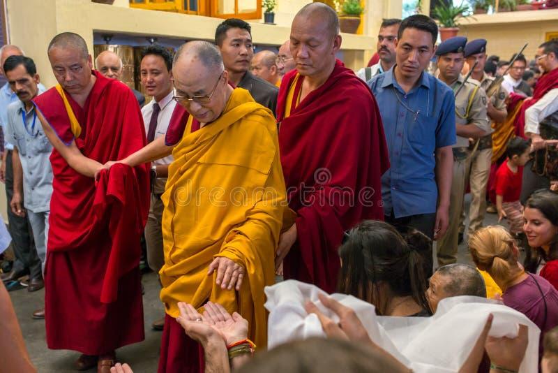 Zijn Heiligheid 14 Dalai Lama Tenzin Gyatso geeft het onderwijs in zijn woonplaats in Dharamsala, India royalty-vrije stock fotografie