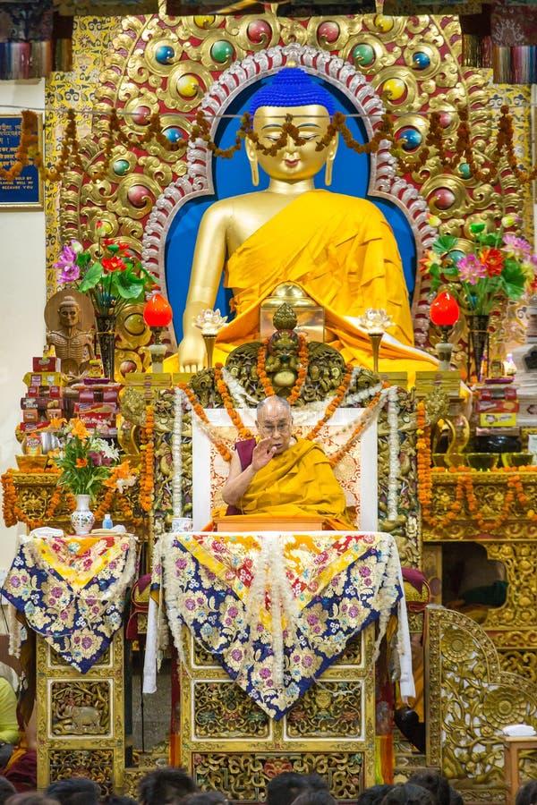 Zijn Heiligheid 14 Dalai Lama Tenzin Gyatso geeft het onderwijs in zijn woonplaats in Dharamsala, India stock foto's