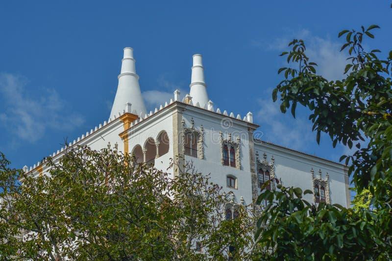 Zijvoorgevel van Nationaal Sintra-Paleis in Portugal stock afbeelding