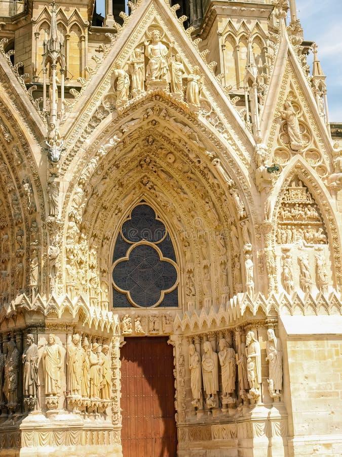 Zijzuidenportaal van Kathedraal Notre-Dame DE Reims royalty-vrije stock fotografie