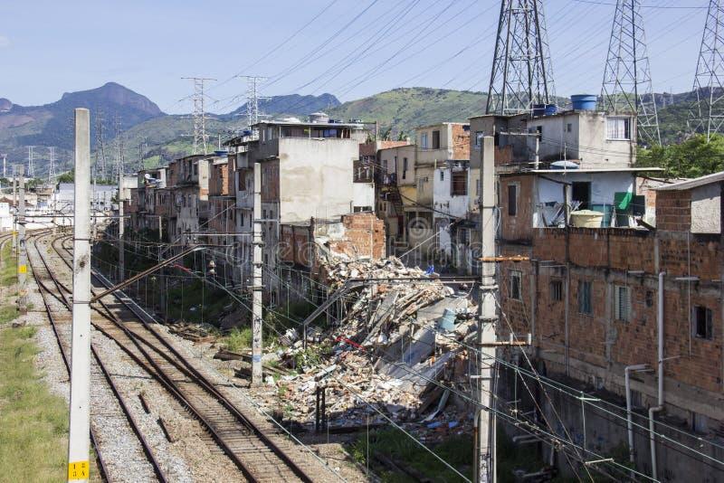 Zika: В Рио, погань в железных дорогах благоволит к москитам пролиферации стоковое фото