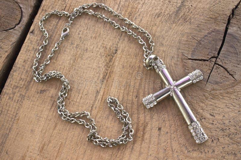Zilveren christelijk kruis met kleine diamanten royalty-vrije stock foto's