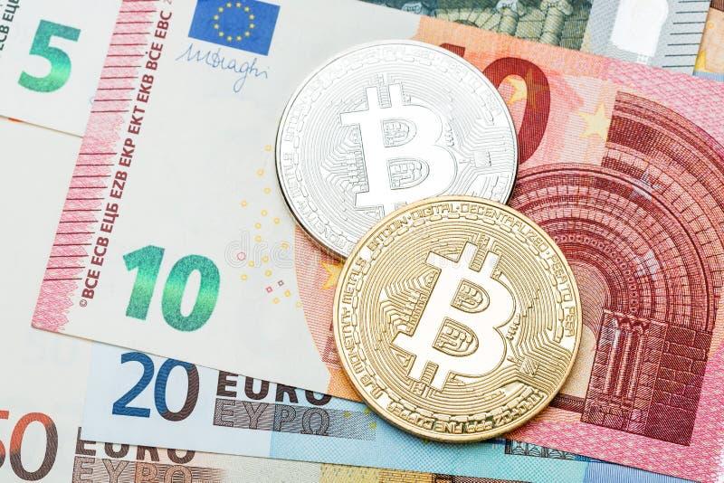 Zilveren en gouden Bitcoin-close-up Euro munt als backgroun stock afbeelding