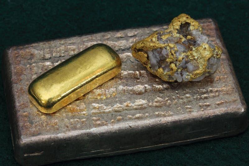 Zilveren & Gouden Passementbars (Baren) en Goud/Kwartsspecimen royalty-vrije stock afbeelding