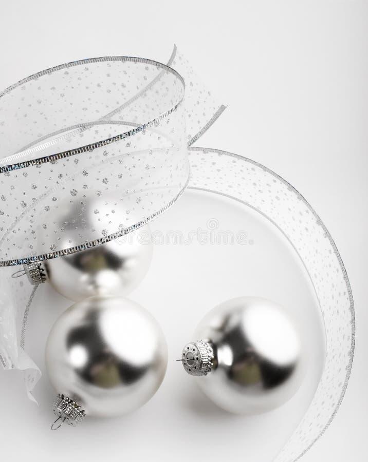 Zilveren Kerstmis siert Achtergrond royalty-vrije stock foto