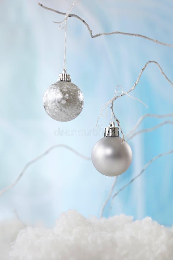 Zilveren Kerstmissnuisterijen stock foto's