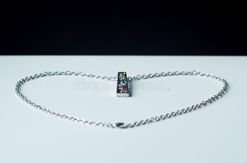 Zilveren ketting in vorm van hart royalty-vrije stock afbeeldingen